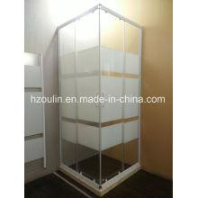 Recinto simple de la ducha con el marco