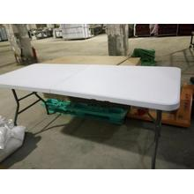 Foldable plastic tables