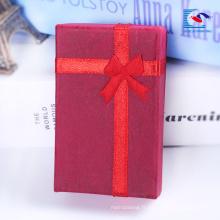 boîte de cadeau de velours de fabricant de boîte de cadeau de petits bijoux faits sur commande pour les hommes et les femmes montres