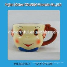 Lindo macaco de café de cerâmica