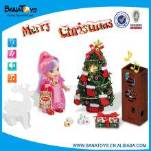 La luz y la música adornaron los árboles de navidad para la venta
