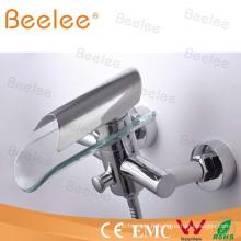 Robinet de baignoire de robinet de douche de salle de bains de cascade de bâti de mur avec le disque en verre