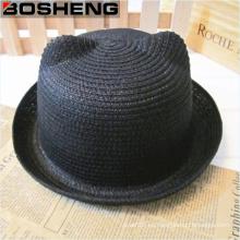 Las muchachas lindas de la manera del verano acuñan los sombreros de paja