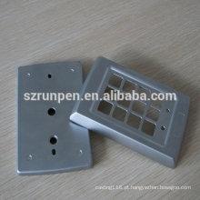 Carimbando as peças ligas de zinco da placa do anel de porta