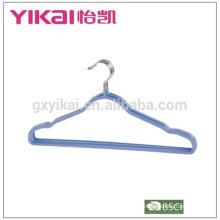 Вешалка с покрытием из ПВХ с нескользящей выемкой и штанинами в цветах