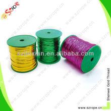Предварительно разрезать полиэтилен пластиковым покрытием металлической проволоки твист галстук