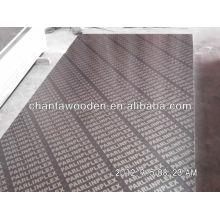 Linyi 16mm negro / marrón película enfrentó precio de madera contrachapada
