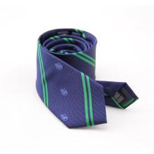 Corbata colorida echada a un lado doble del poliéster de la raya de los hombres