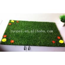 Tapis d'herbe artificielle bon marché de 30mm avec des fleurs du marché de la Chine