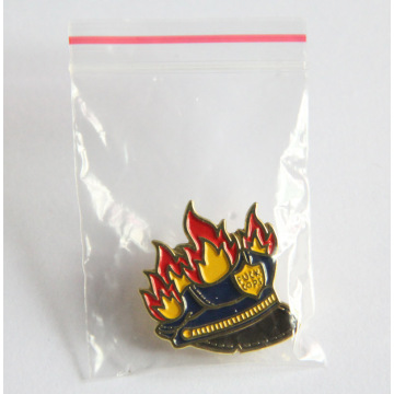 Classic Cops Lapel Pin com design lindo