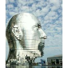 """""""Metalmorphosis"""" des tschechischen Künstlers David Cerny - eine 30 'hohe Edelstahlskulptur"""