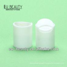 Plastic disc top cap in white 18/415