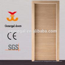 Puerta de madera con núcleo de aglomerado hueco
