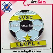 2014 insignias de encargo baratas del perno del fútbol del esmalte del metal