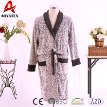 Venda quente 100% poliéster de manga comprida de coral fleece casais roupão contraste cor impresso robe