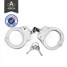 Polícia algemada com sistema de travamento duplo