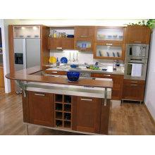 Armoire de cuisine en bois en forme de U avec comptoir en bois