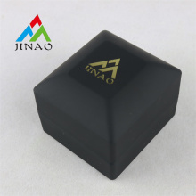 Reine schwarze Plastikringbox mit LED-Licht