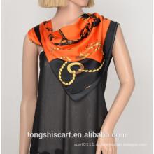 Женская мода новый печать полиэстер сатин треугольник шарф шаль