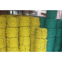 Fil barbelé en PVC vert utilisé en protection
