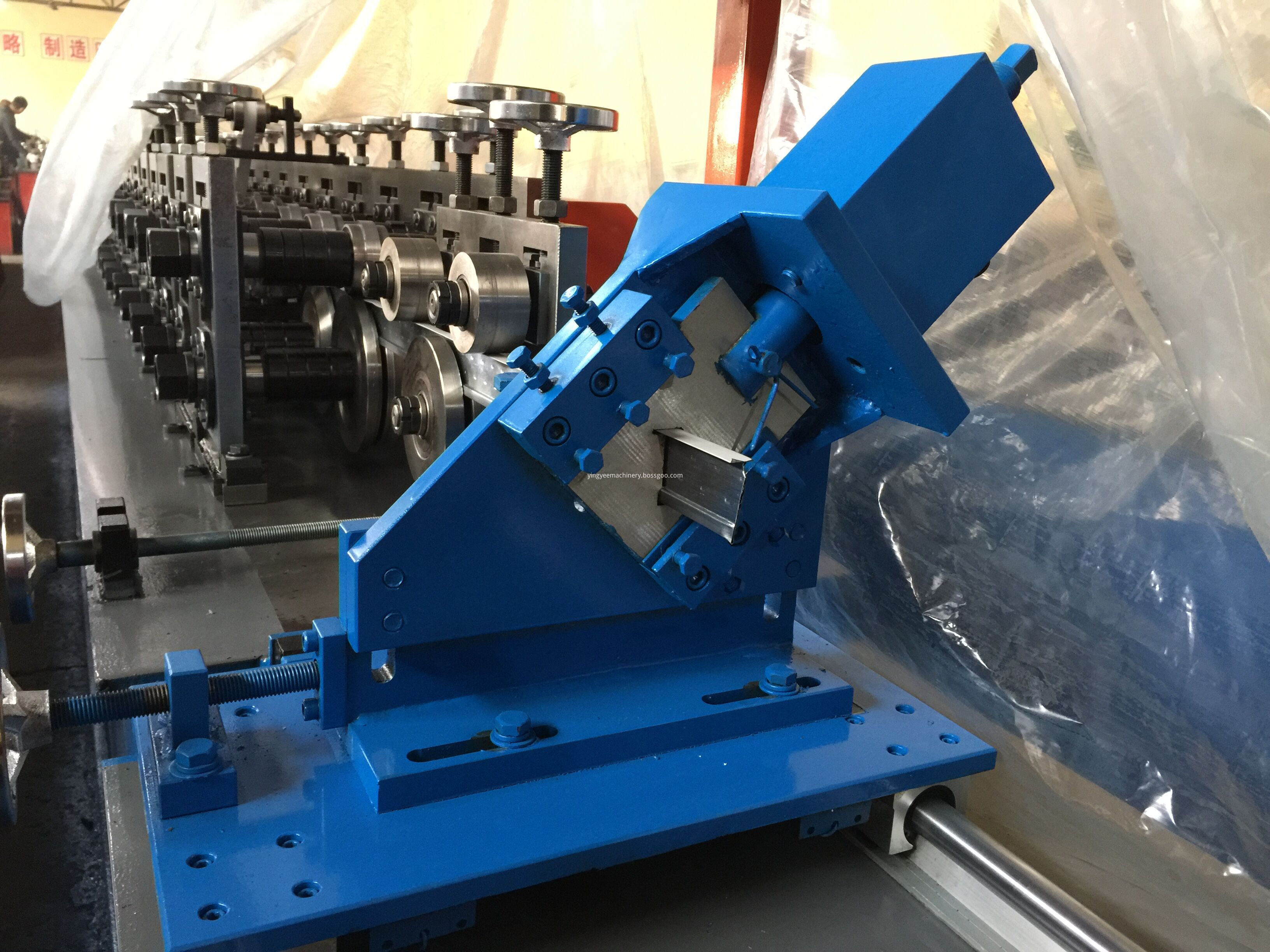 Ceiling keel roll forming machine