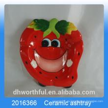 Cutely diseño de fresa de cenicero de cerámica para la decoración del hogar