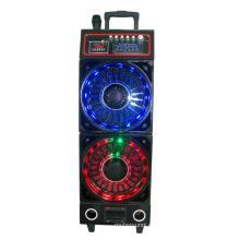 Altavoz de la etapa DJ con la luz colorida 6300th