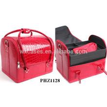 bolso rojo cocodrilo con 4 bandejas extraíbles dentro y una correa de hombro