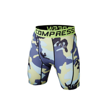 Salle de gym mode compression porter des shorts de sport