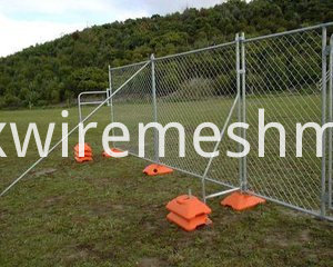 chain link temporay fence