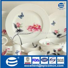 Cena fina de la porcelana con la pintura agradable