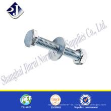 Hardware suministra tornillos y tuercas de acabado de zinc de tamaño estándar