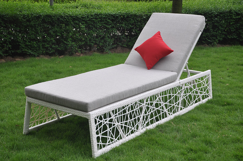 PE Rattan Outdoor Sun Lounger