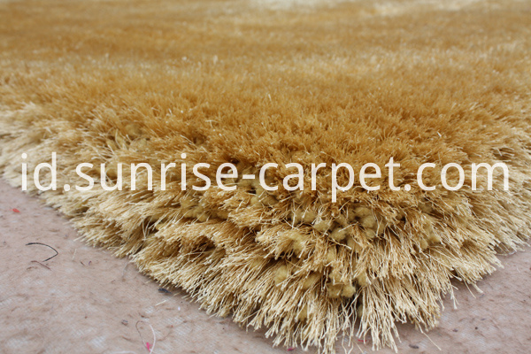 Elastane and Silk Shagy rug gold color
