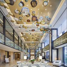 Lumière de lustre moderne ronde de boule de cristal d'hôtel