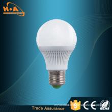 Longa vida e baixo custo de manutenção E27 5W LED Light Bulb