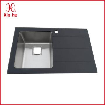 Einzelne Schüssel mit Brett-Glaswaschküche