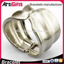 El último brazalete del puño de la joyería del oro de la imitación de la moda del diseño