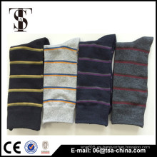 Nuevo patrón de color de la moda patrón hombre calcetín tira diseño calcetín de calidad de la elección