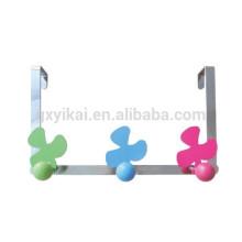 Forme de fleur décorative sur le cintre de porte avec un crochet coloré