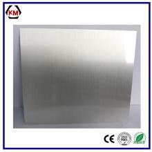 Plafonniers carrés recouverts d'une feuille d'aluminium