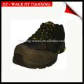 Chaussures de randonneur avec orteils composites