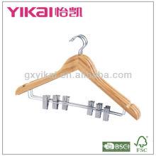 Cabides de bambu com clipes de metal e entalhes em U