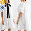 Свободная посадка Пусси-лук Раффлед атласная с коротким рукавом Белый мини-платье Производство Оптовая продажа женской одежды (TA0315D)