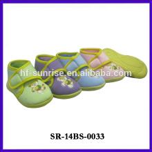 Zapato de bebé divertido del niño vendedor caliente