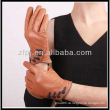 Mode entworfen Frauen tragen Leder Handschuh