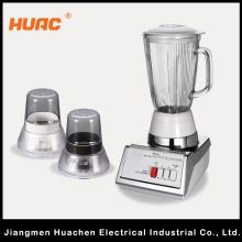 Liquidificador tradicional com utensílios de cozinha de frasco de vidro