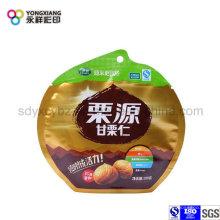 Пластмассовый упаковочный пакет с орехами
