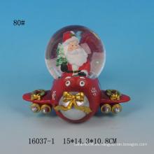 Globo encantador de la nieve de la resina del diseño de Santa para la Navidad