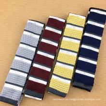 Corbatas para hombre hechas a mano de lujo hechas punto de seda del lazo de las rayas de la combinación hermosa